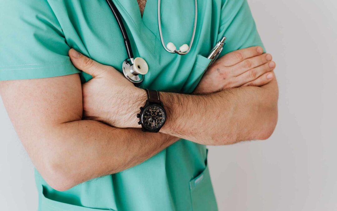 Médicos Peritos ou Peritos Médicos?